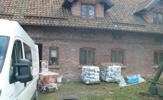 Tynkowanie starego domu 01